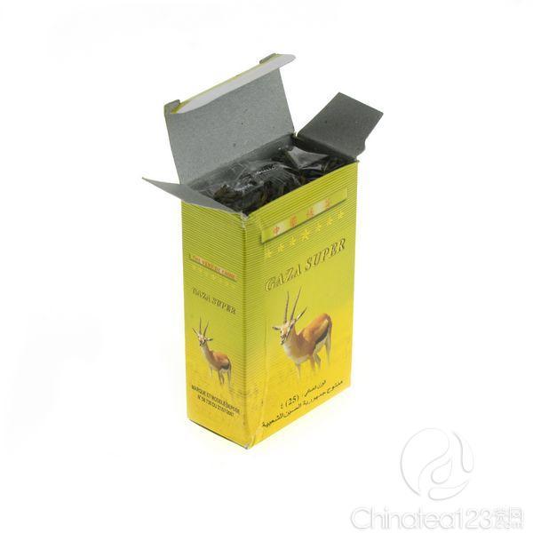 产品介绍 茶叶品牌 : GAZA SUPER 绿茶种类:眉茶 包装编号:N/A 茶号:N/A 净重:25g/盒 销售国家或地区:马里 样品批号:N/A  茶叶包装参数 内袋:塑料袋 内盒: 25g/盒,灰底白板纸,四色印刷, 上光 外箱: 5kg/箱,单E瓦  茶叶样品审评 茶叶感官审评总评:碎,暗,嫩度一般,干净。 PS:上述内容截选自审评报告,如需完整审评报告请联系我们。  样品在最适宜光线下拍摄,以尊重样品真实颜色为原则进行处理,但由于大家的处理器的颜色不同会有所不同,如果需要严格报价,请联系客服,